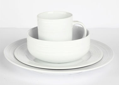 China Flat Rim Classic Porcelain Dinnerware Sets Super White Round Shape supplier