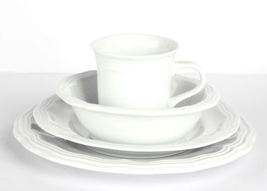 Classical Durable Porcelain Dinnerware Sets , Beautiful Edge Glazed Pottery Dinnerware